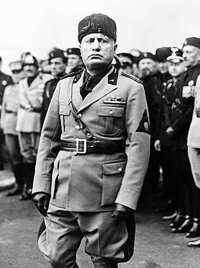Короля Виктора-Эммануила Муссолини обвинил в пораженчестве и организации переворота. 28–29 сентября 1943 года Республика Сало была признана Германией, Японией, Румынией, Болгарией, Хорватией и Словенией