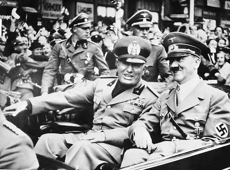 Отношения между Муссолини и Адольфом Гитлером вначале были неоднозначными, особенно они ухудшились после того, как нацисты убили друга и союзника итальянцев Энгельберта Дольфуса, диктатора Австрии, в 1934 году