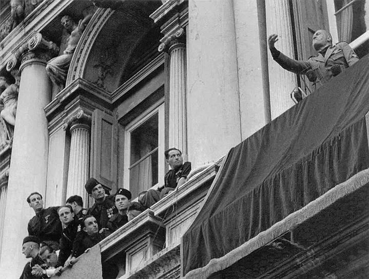 Главная мечта Муссолини заключалась в том, чтобы сделать Италию страной «великой, уважаемой, которую боялись бы» во всем мире. В 1923 году состоялся захват Корфу. Муссолини также контролировал режимы Албании и Ливии