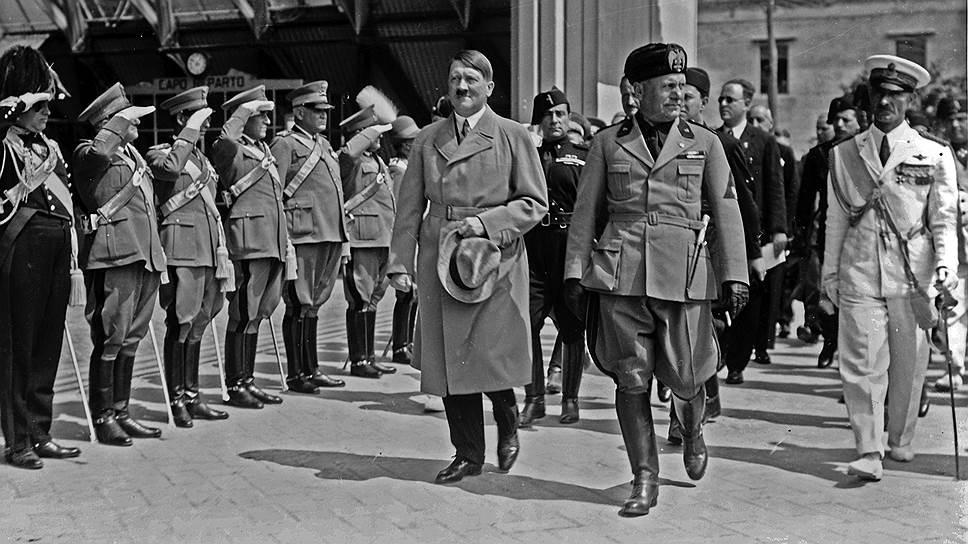 за вступление в войну итальянцы просили 6 млн тонн угля, 2 млн тонн стали, 7 млн тонн нефти, 150 тыс. тонн меди, 18 тыс. тонн толуола, 150 крупнокалиберных зенитных батарей, несколько тысяч самолетов и другие виды вооружения и сырья. Это так разозлило Гитлера, что он даже всерьез обсуждал с министром иностранных дел Риббентропом возможность разрыва с Италией. Гитлеру пришлось проглотить пилюлю, а Италия еще на год отсрочила свое вступление в войну