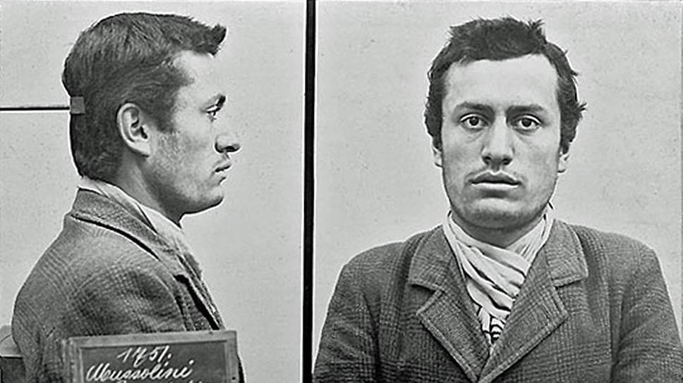 Бенито Муссолини родился в бедной итальянской семье кузнеца и учительницы. Из-за неуправляемого поведения сына родители переводили его из школы в школу. Уже тогда будущий дуче пытался руководить товарищами, был злопамятен и жесток, часто влезал в драки. В 17 лет он вступил в Социалистическую партию. В 1903 году был арестован за уклонение от службы в армии, уже в ноябре 1904 года, после погашения судимости из-за амнистии по случаю дня рождения принца Умберто, он был депортирован в Италию и впоследствии добровольцем записался в итальянскую армию