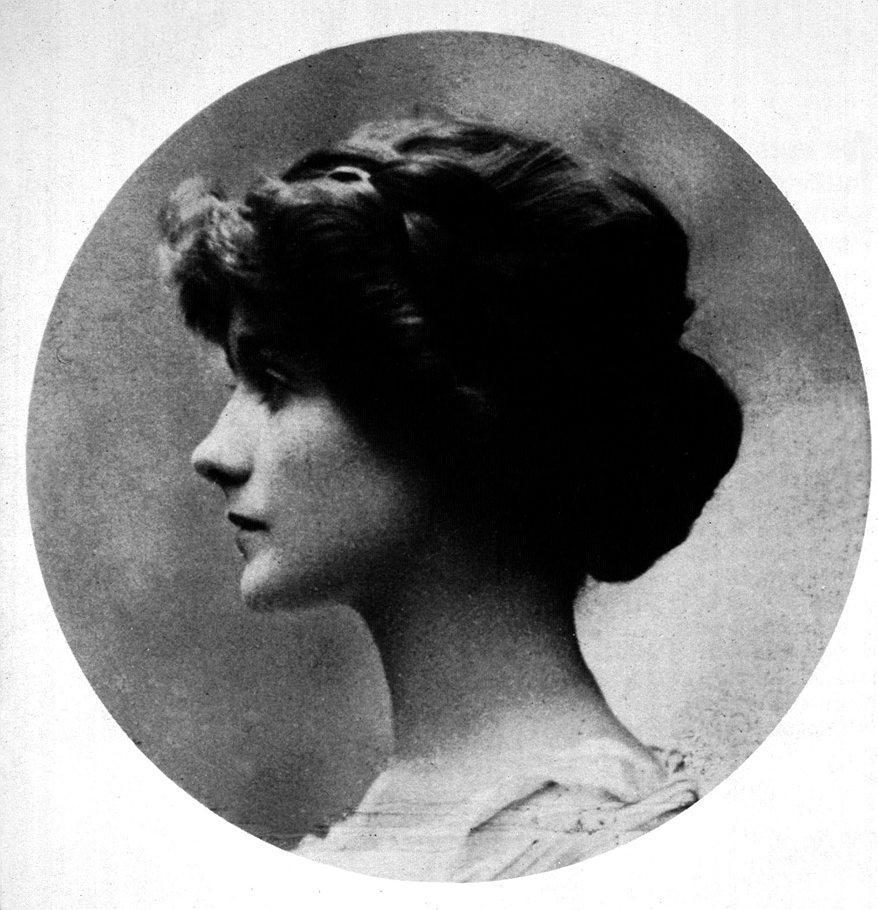 ...матери в 1895 году Коко Шанель вместе с братьями и сестрами воспитывалась в приюте, шить...