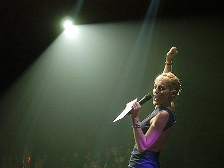 Лауреаты Нобелевской премии мира 23 октября вручат Награду мира актрисе Шэрон Стоун за заслуги в борьбе со СПИДом: премия присуждается за деятельность, «подарившую солидарность и новую надежду миллионам людей, которые боролись и борются с трагедией ВИЧ/СПИДа»