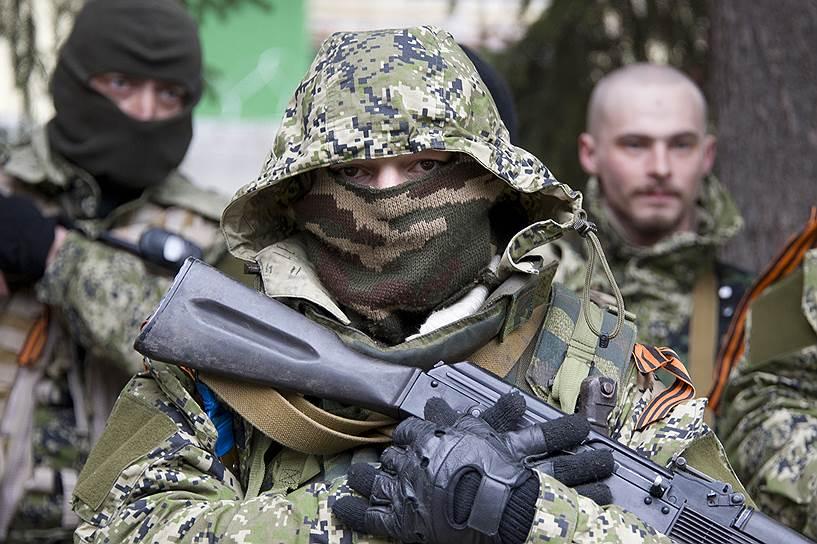 Російські спецслужби перебазують табори підготовки бойовиків до України