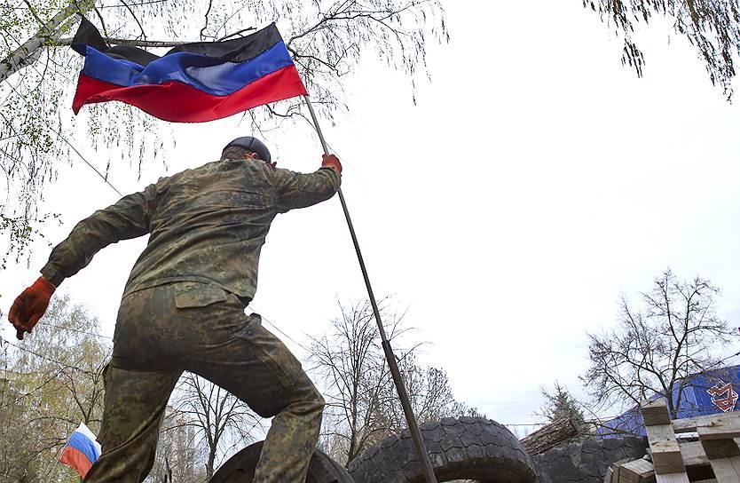 12 апреля. Сторонники федерализации Украины на баррикадах на улицах Славянска