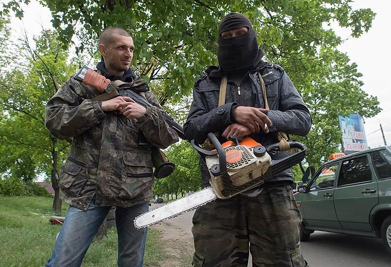 8 мая. Народные ополченцы на въезде в Славянск