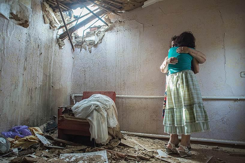 20 мая. Частный дом в Славянске, пострадавший в результате минометного обстрела