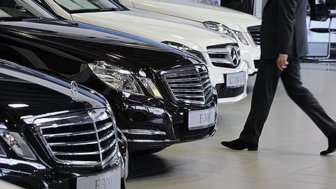 Авторынок замедлил скорость падения / Снижение продаж автомобилей приостановилось на фоне госпрограммы утилизации