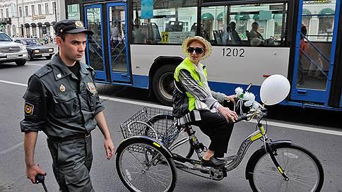 Велосипедистам везде у нас дорожка / А скутеристам придется обзавестись правами