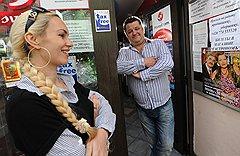 Чешское счастье Михаила Кислюка и его жены построено на магазинах русских товаров и концертах артистов из России
