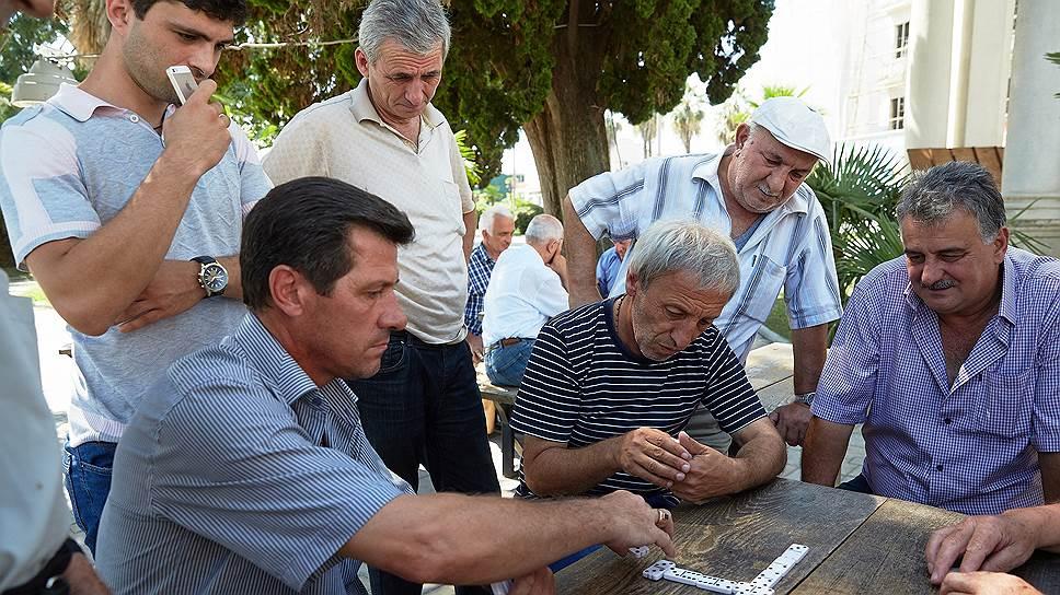 У каждого городского абхаза есть родственники в селе, которые голодным его не оставят