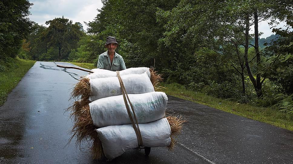 Благодаря российской помощи в Абхазии появились ровные отремонтированные дороги
