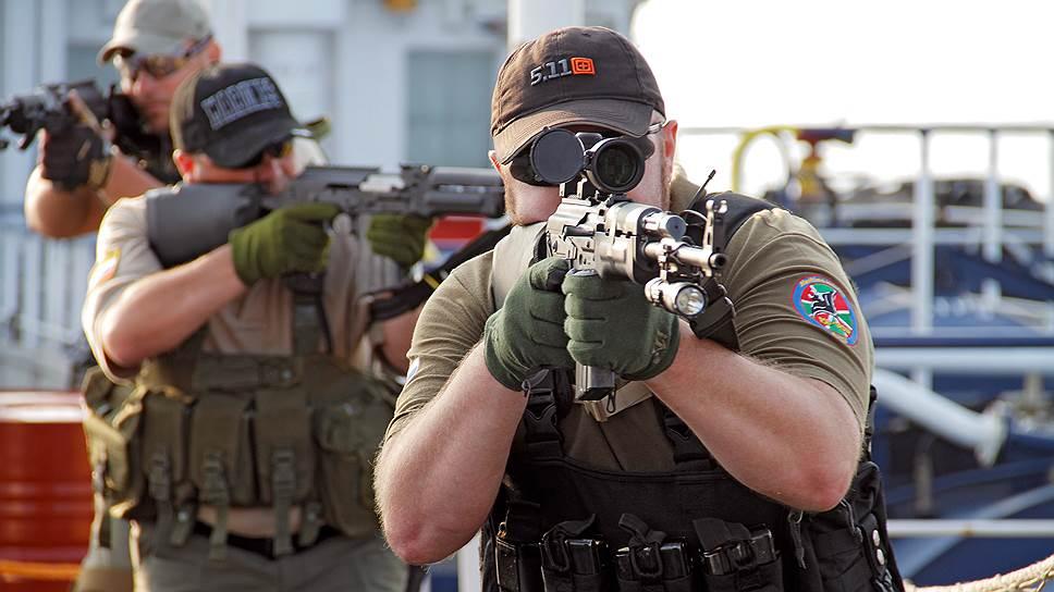 Сотрудники частных военных компаний отличаются от обычных охранников уровнем подготовки и экипировкой