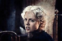 Крашеная блондинка на фоне руин и пороховой гари — это эротично (Янина Студилина)