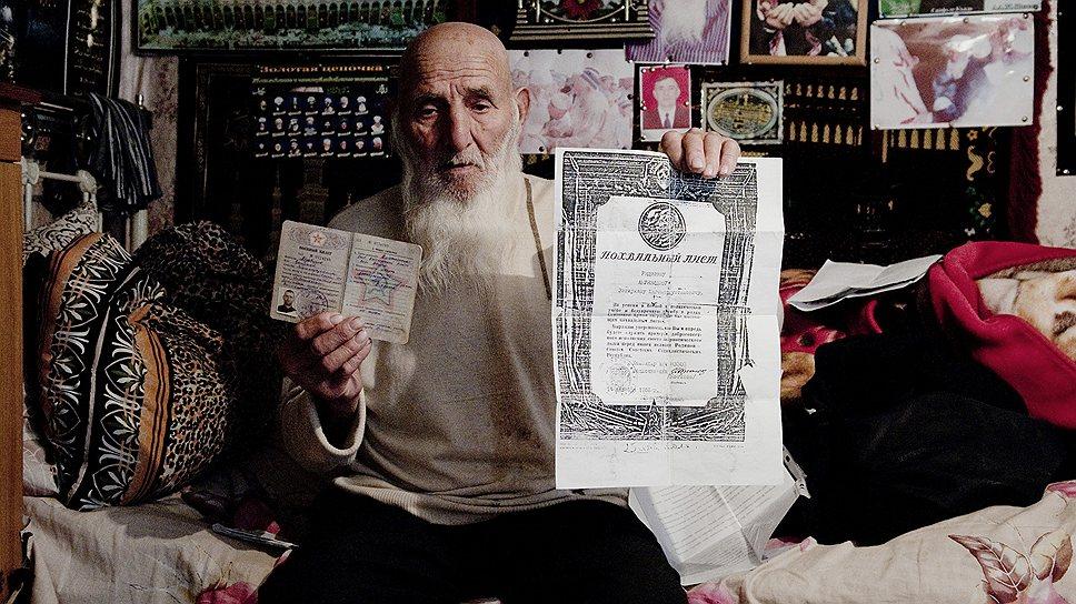 В 1953 году Загирхан Абуязидов получил грамоту за боевую и политическую подготовку в армии