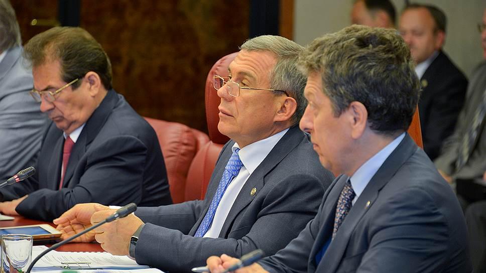 Совет директоров «Татнефти» во главе с президентом Татарстана Рустамом Миннихановым (в центре) одобрил договор на реконструкцию энергетических котлоагрегатов Нижнекамской ТЭЦ