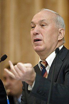 Выиграв выборы трижды, Александр Соколов попробует получить пост мэра еще раз