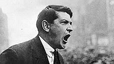 Революционный премьер Южной Ирландии Майкл Коллинз на митинге после подписания Англо-Ирландского договора в Дублине, 6 декабря 1921 года