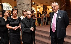Приезд в Зальцбург Хосе Антонио Абреу (в центре) не помог Александру Перейре (справа) решить проблемы с финансированием фестиваля