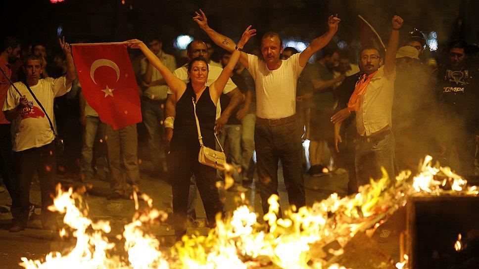Летом Турцию охватили протесты в связи с застройкой парка Гези в Стамбуле