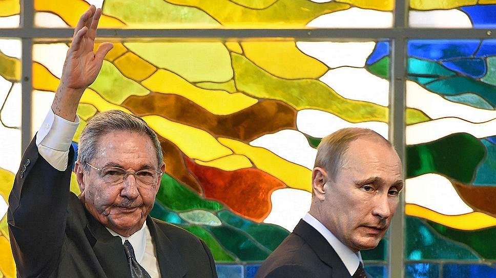 Россия планирует сотрудничать с Кубой (слева — председатель государственного совета Рауль Кастро) в самых разнообразных сферах — от промышленности и энергетики до космоса