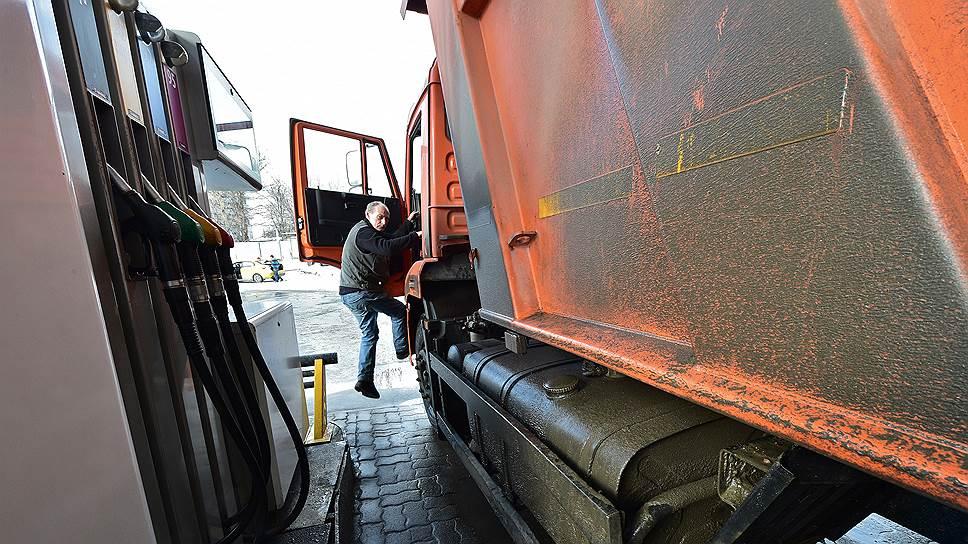 Бензин и дизтопливо набирают высоту / Цены на АЗС пошли вверх