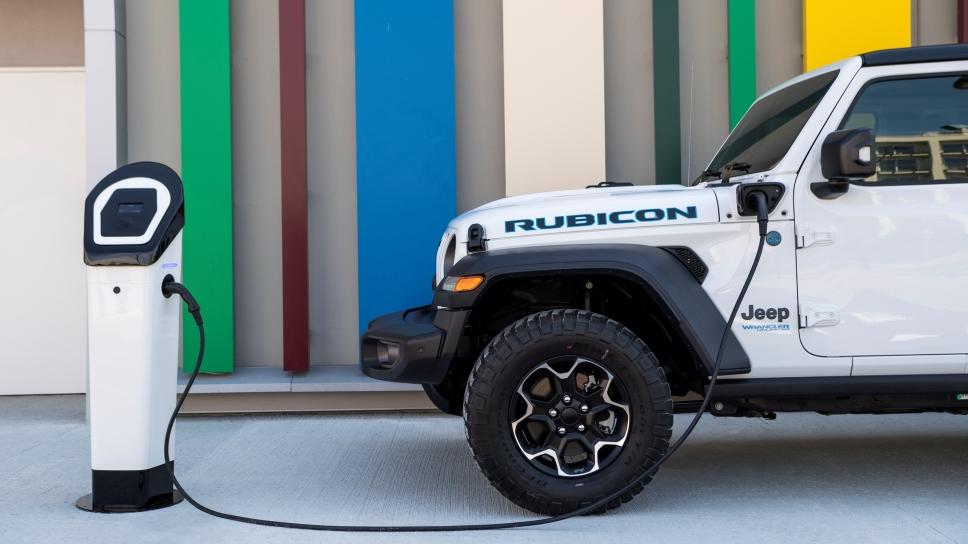 Jeep Wrangler 4xe и немного электричества
