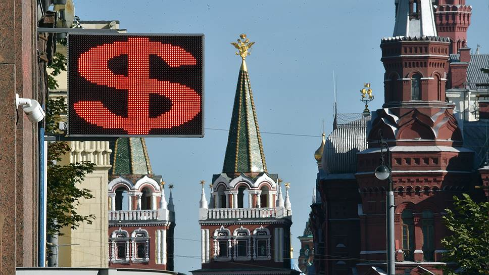 Рубль обвалился из-за запоздалой реакции на санкции
