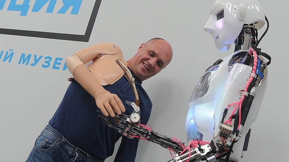 Зачем Amazon «нанимает» роботов в помощь топ-менеджерам