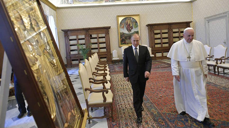 Владимир Путин подарил папе римскому икону и фильм «Грех»
