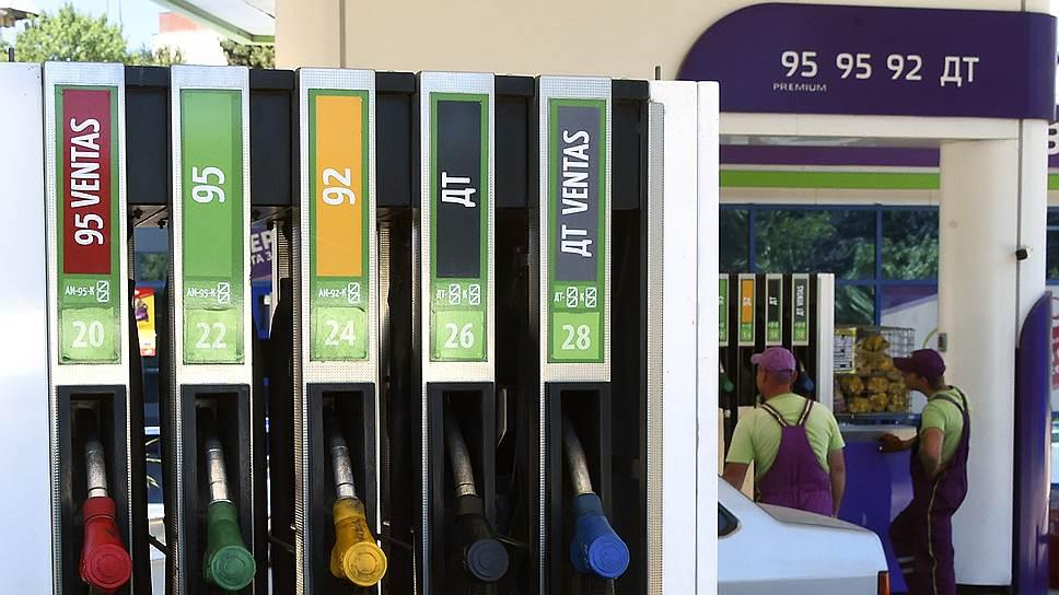 Цены на бензин приводят водителей на черный рынок
