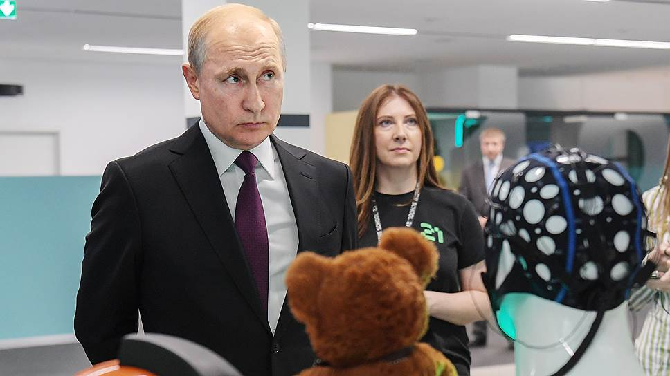 Как Владимир Путин подменял естественный интеллект искусственным