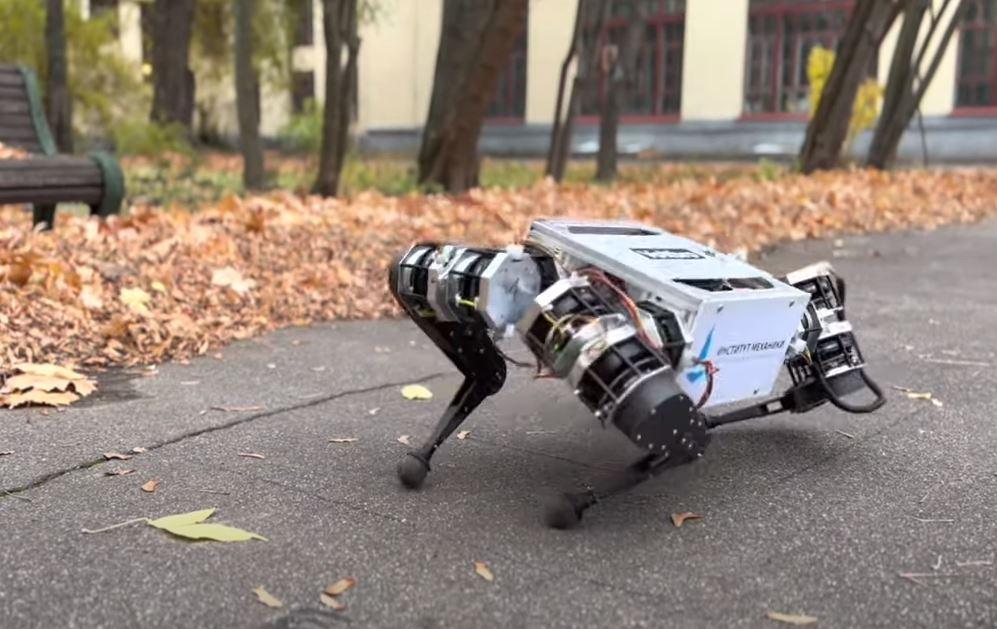 МГУ создал первого российского робота-собаку