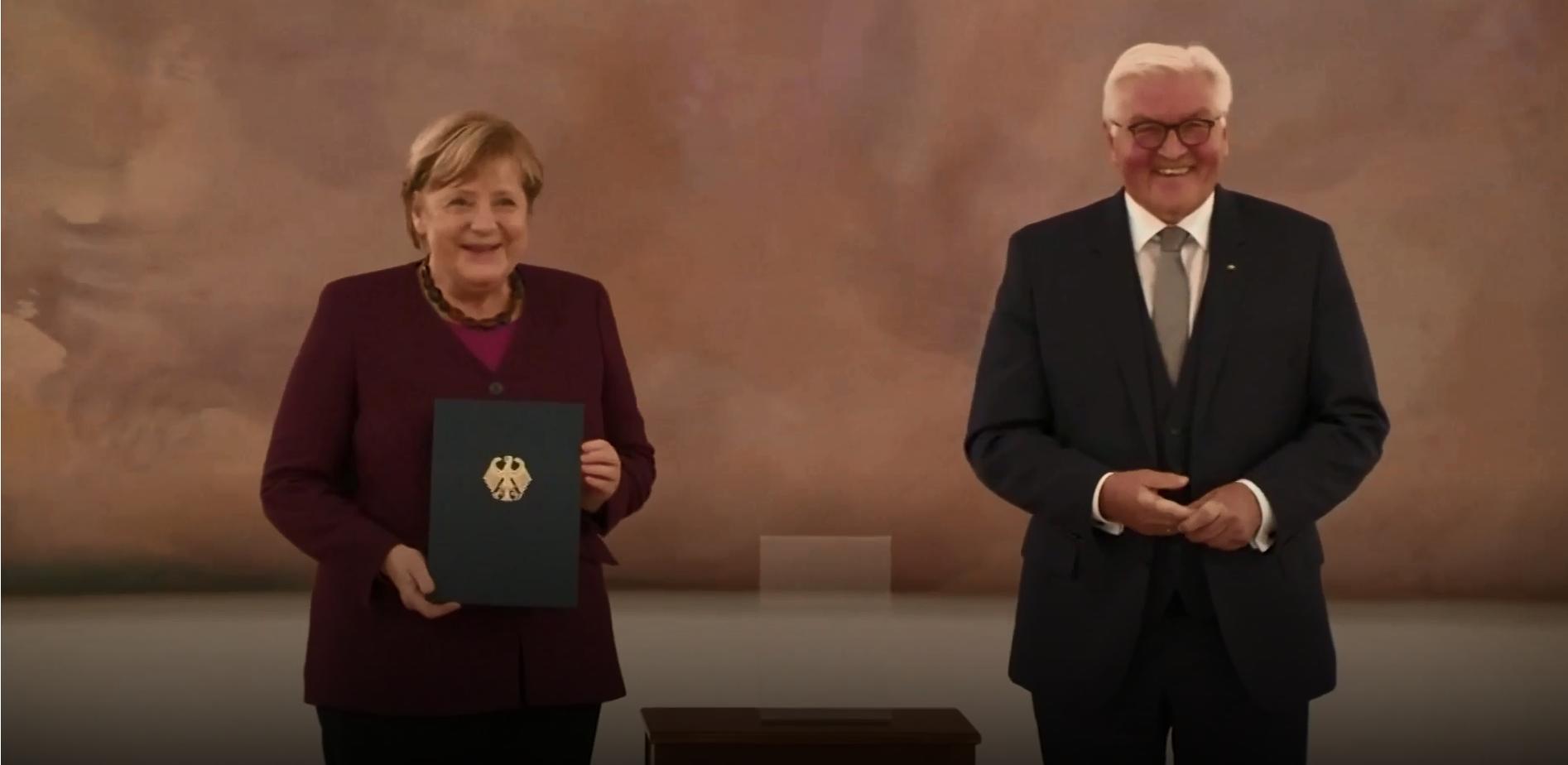 Ангела Меркель сложила с себя полномочия канцлера