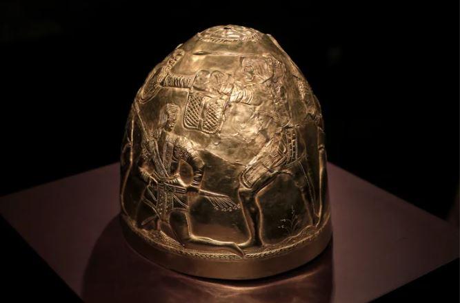 «Скифское золото» отдали Украине