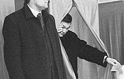 Виктор Янукович вышел из кабинки для голосования прямо в оппозицию