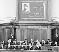 Члены нового кабинета министров Украины с вниманием выслушали призыв своего премьера Юлии Тимошенко сотворить чудо