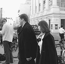 Дмитрий Маруев (на фото в центре) и Наталья Чернышева (на фото внизу) отсудили у Генпрокуратуры свою свободу