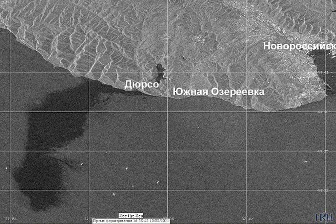 Фото разлива нефти со спутника