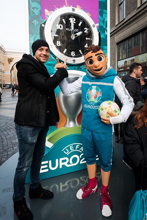 Hublot установили в Санкт-Петербурге часы для обратного отсчета до старта чемпионата Европы по футболу UEFA Euro 2020