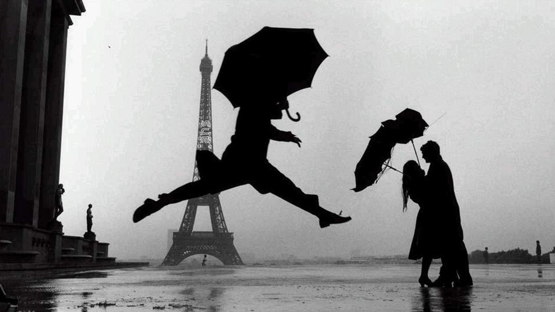 Эллиотт Эрвитт. «Франция. Париж» («Прыжок с зонтом»), 1989