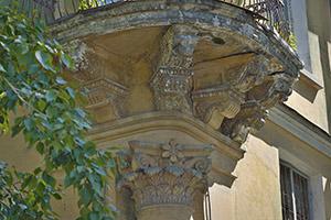 В замысле зодчего и в прошлом — великолепный угловой балкон (ул. Горького, 26)