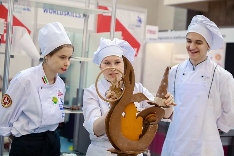 Medallion of Excellence Дарьи Мальцевой (в центре) на WorldSkills  — общая победа хлебокомбината «СМАК» и ЕЭТК