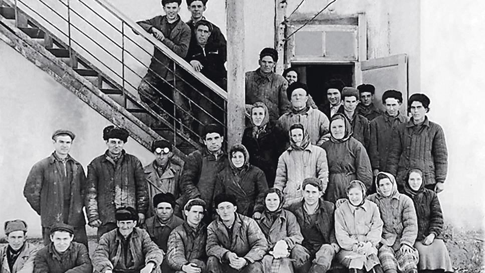 23 октября 1958 года вышло Постановление Совета народного хозяйства Ставропольского экономического района №105 об организации Воронцово-Александровского завода низковольтной аппаратуры «Ставэлектроаппарат» вг.Зеленокумск.