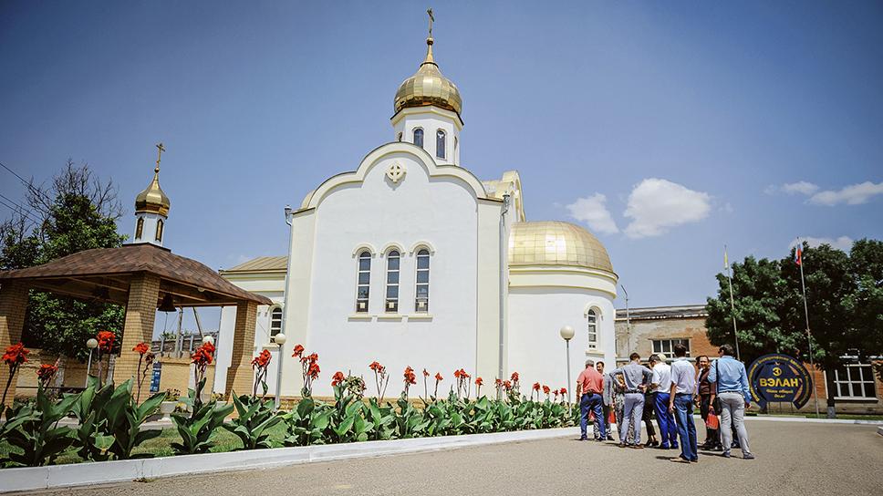В июле 2006 года по просьбе работников, представителями предприятия было решено строить храм своими силами на средства предприятия и пожертвования работников. Храм стал украшением не только завода, но и всего города.