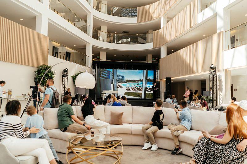 Отель Great Eight, открывшийся в этом году,— одна из составляющих курортного района Miracleon площадью 500 тыс. кв. м в Витязево (Анапа)