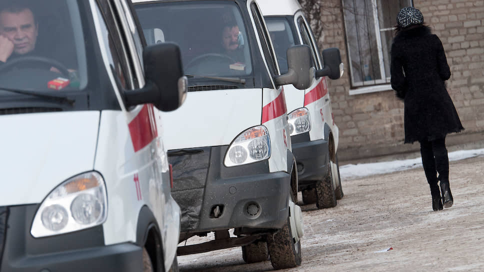 Работники скорой помощи трудятся на полутора-двух ставках каждый