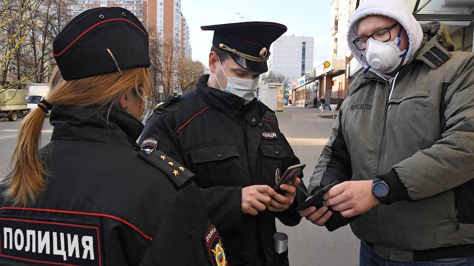 В Новосибирске со вчерашнего дня гражданам предписано обязательно носить маски в общественных местах