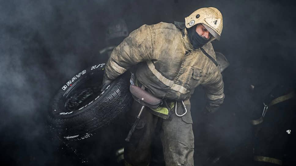 Спасатели ушли в огонь / При пожаре в Красноярске погибли четверо человек