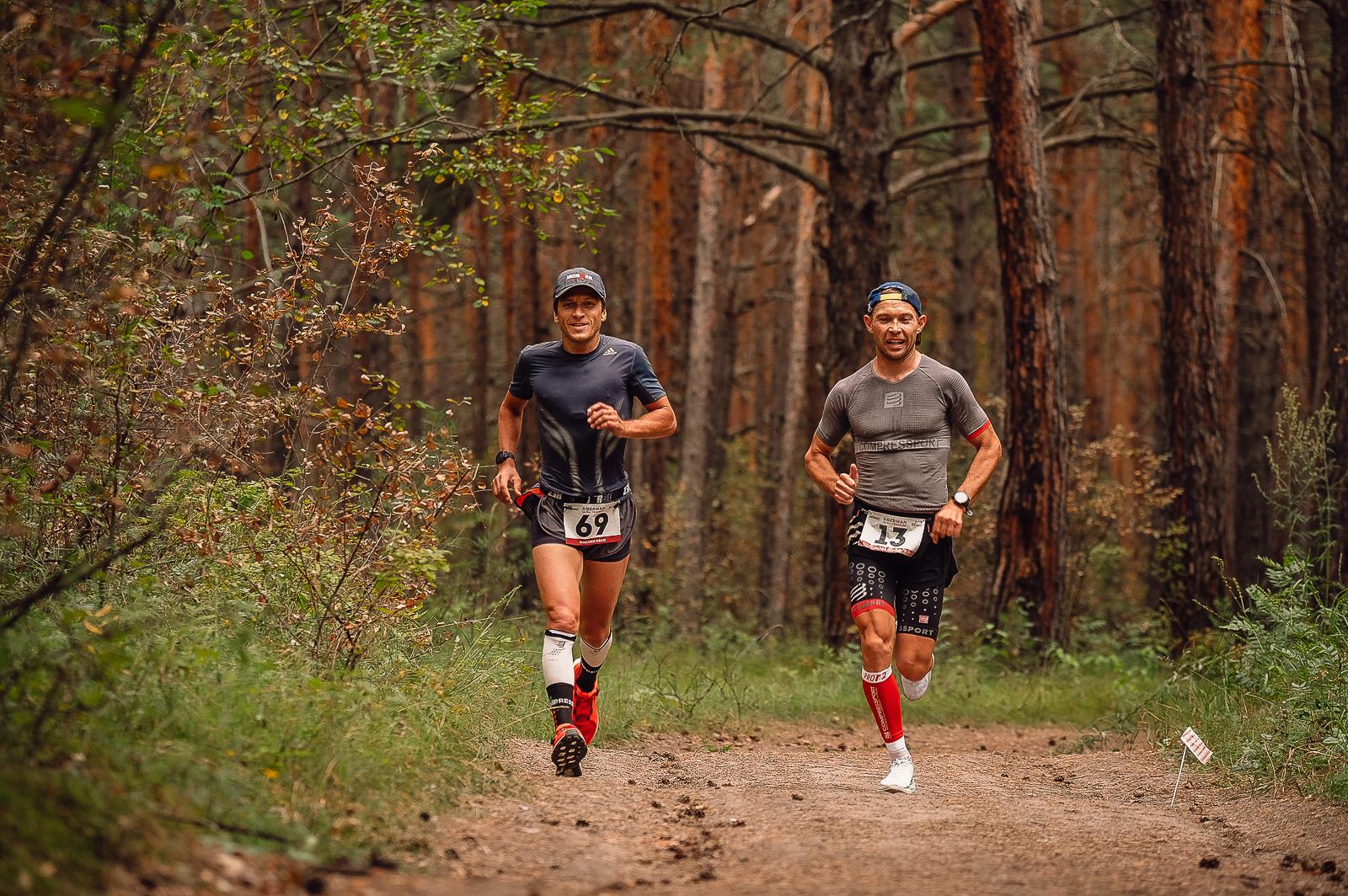 Один из сильнейших триатлетов-любителей в России Сергей Хазов (справа)